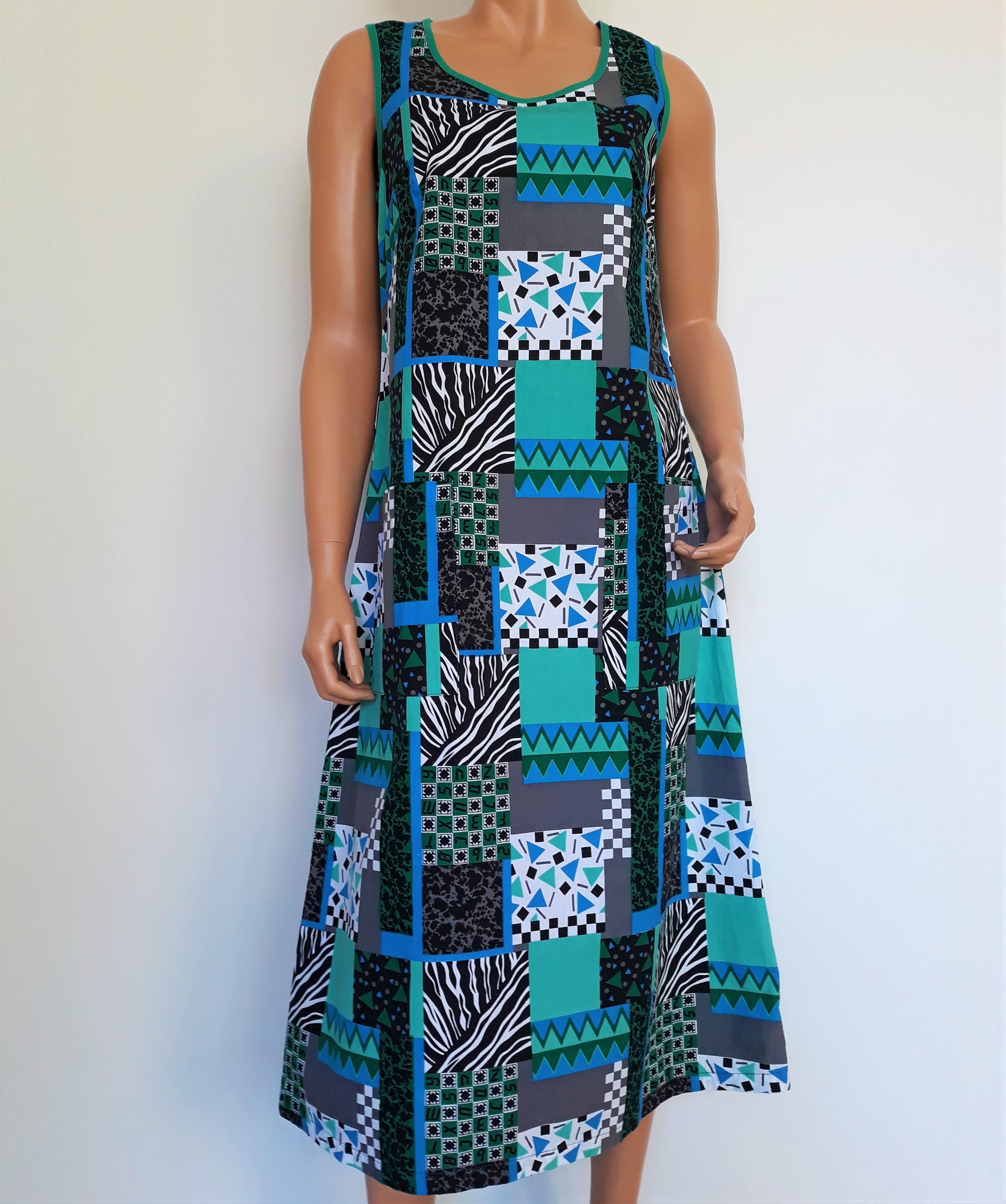 00b19ef1edd3 Moki mönstrad klänning i 100% bomull, vintage strl 38 - FixaStilen